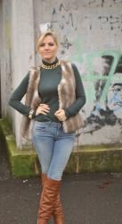 OUTFIT JEANS OVER KNEE BOOTS AND FAUX FUR VEST
