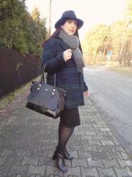Christmas outfit: tartan oversized coat