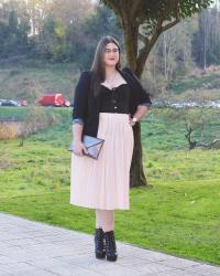 Outfit of the Day ~ Falda midi + corsé - Sexy Lady
