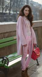 Everyone chic wears pink jeans now. Here is how to follow the trend