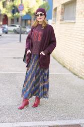 How to wear a maxi skirt with boots: the layering trend