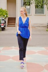 A little sign & a summerly silk top paired with a hip jeans
